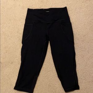 Victoria Sport Capri Leggings with Pockets